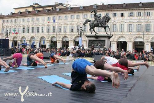 Yogando esibizione Piazza San Carlo 2015