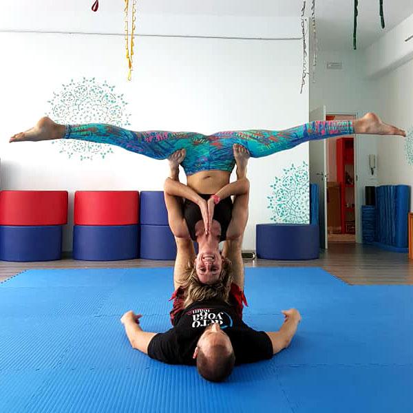Acroyoga Yogando